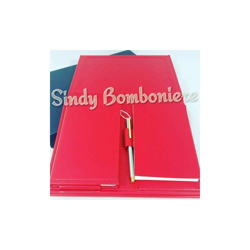 Set in pelle rossa con penna idea regalo per festa di laurea for Idee per addobbare festa di laurea