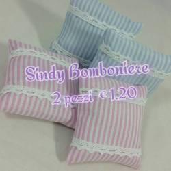 cuscini A RIGHE e merletto, di forma quadrata, varianti rosa celeste