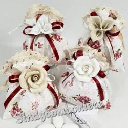 Sacchetti bomboniere fiore porcellana originali ed eleganti confezionati