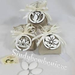 Bomboniera sacchetto confezionato con fiore Carlo Pignatelli partecipazioni omaggio