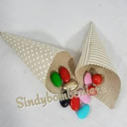 2 Coni portaconfetti scatoline per confetti in stoffa a pois e rigata offerta online