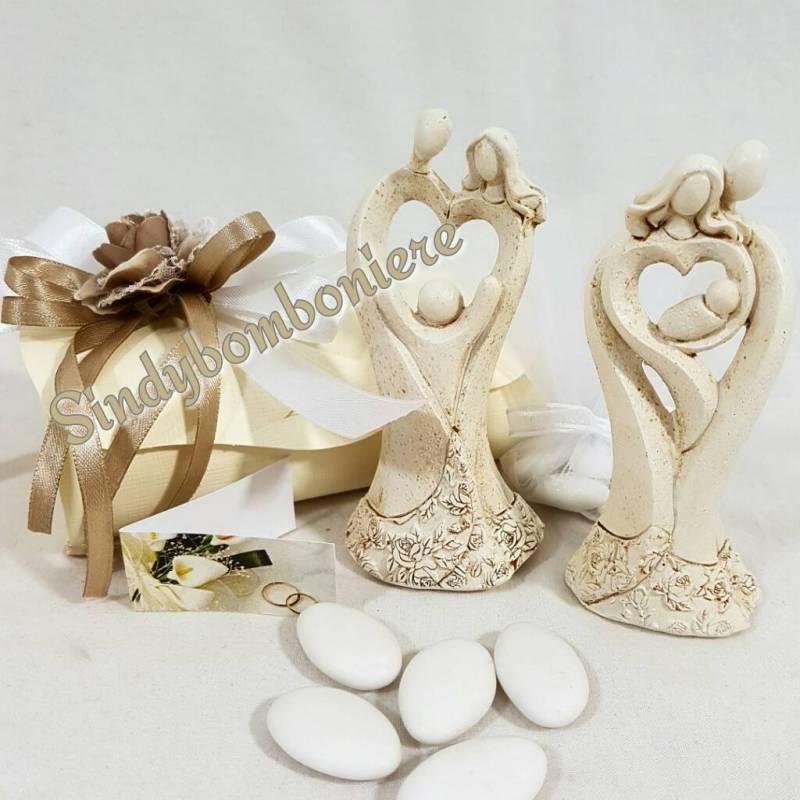 abbastanza Statuetta sposi con bambino stilizzati bomboniere matrimonio NW24