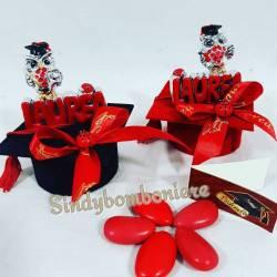 LAUREA gufetto con scritta laurea CONFEZIONATO su tocco rosso o nero e con nastro laurea