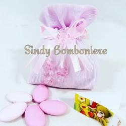 Sacchetto in cotone rosa battesimo bambina con pendenti in plastica orsacchiotto e ciuccio