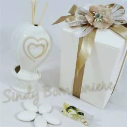 BOMBONIERA per matrimonio comunione cresima MONGOLFIERA PROFUMATORE in ceramica bianca cuore panna