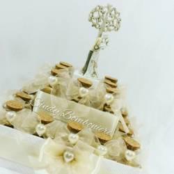 Matrimonio anniversario bomboniere torta aprifesta con vasetti sposi confetti bilgiettini