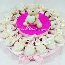 Idea torta battesimo nascita femminuccia con cuori in porcellana e centrale orsetto con cuore