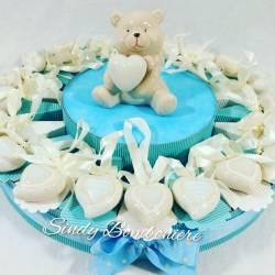 Torta battesimo nascita bambino con cuori in porcellana e centrale orsetto