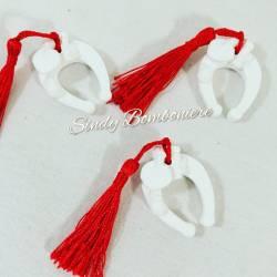 Idea bomboniera per laurea 3pz gessetti staffa di cavallo bianco con nappina rossa portafortuna