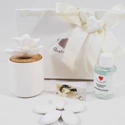 Bomboniera solidale utile profumatore thai in ceramica effetto porcellana con fiore diffusore CUORE MATTO LINEA SIMPLY WHITE