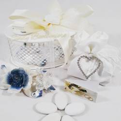 Bomboniera rosa capodimonte blu con farfalla cristallo swarovski LA DOCA LINEA TRESY
