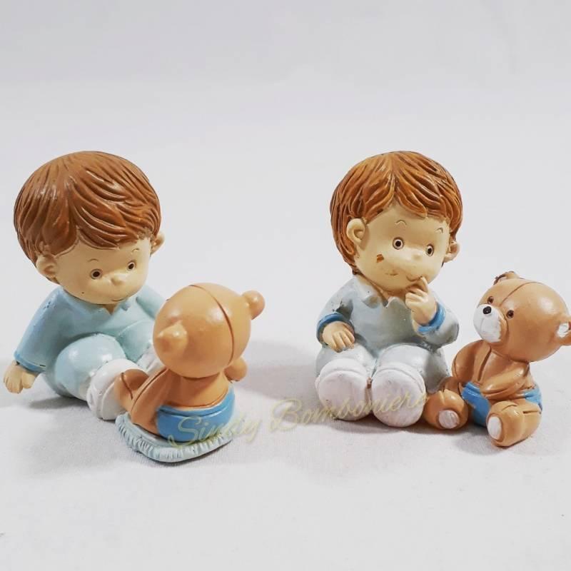 Bambino con tutina seduto con pose assortite con for Papillon bambino fai da te