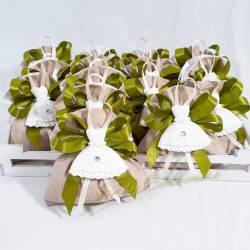 Bomboniera utile porta sale e pepe bianco in ceramica con fiorellino grigio e base in legno CUOREMATTO LINEA CUOR FIORITO