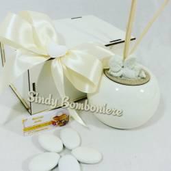Idea bomboniera cresima battesimo comunione diffusore in porcellana profumatore con angioletto bianco