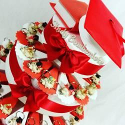 Torta bomboniera per laurea originale con portachiavi coccinella tocco pergamena