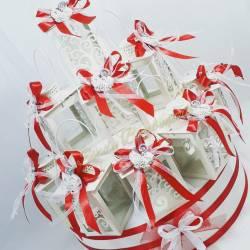 Lanterne bianche su torta bomboniera per Cresima