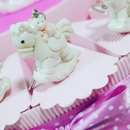 Torta aprifesta a tema cavalluccio a dondolo e orsetto portachiavi femminuccia per eventi di nascita, battesimo, 1° compleanno