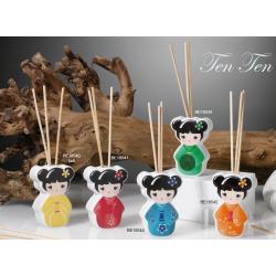 Profumatore, Diffusore per ambiente a forma di Giapponesina in diverse colorazioni compresa di essenza Nascita Battesimo