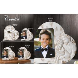 Cornice porta foto orologio da appoggio a forma di cuore con immagini sacre in rilievo.
