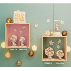 Bomboniere Claraluna Albero della vita mappamondo in legno con statuina Angioletto e carillon in due colori ideali per nascita.