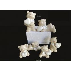 Bomboniere Claraluna orsetto da appoggio in ceramica smaltata con cuore in mano in diverse posizioni
