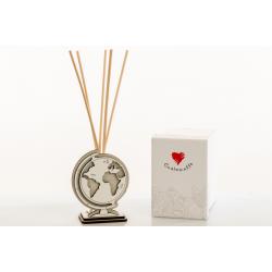 Bomboniera Cuorematto Diffusore profuma ambiente con kit fragranza in legno a forma di globo , mappamondo con lavori in rilievo.
