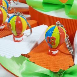 TORTA BOMBONIERE COMPLEANNO per 18 anni mongolfiere portachiavi colorati