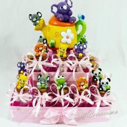 Bomboniere su torta con vasetti portaconfetti Battesimo bimba