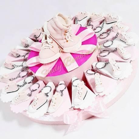 Torta bomboniere diciottesimo compleanno scarpe converse portachiavi